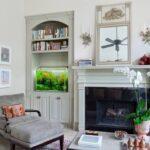 Комната в пастельных тонах с аквариумом