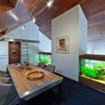 Интерьер виллы с аквариумом