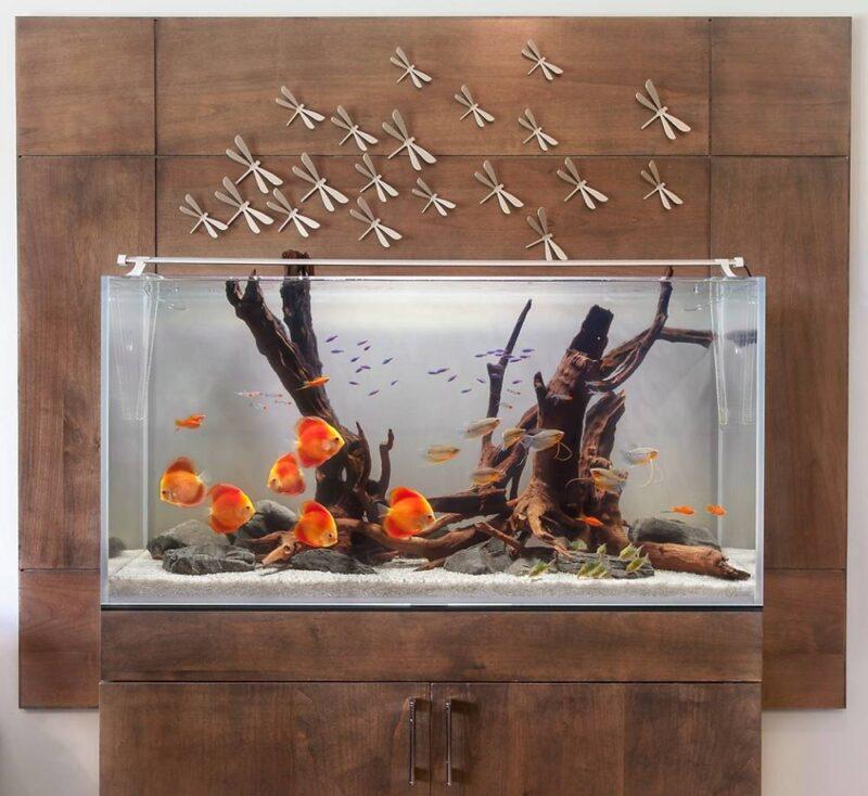 Аквариум - элемент декора в современном интерьере